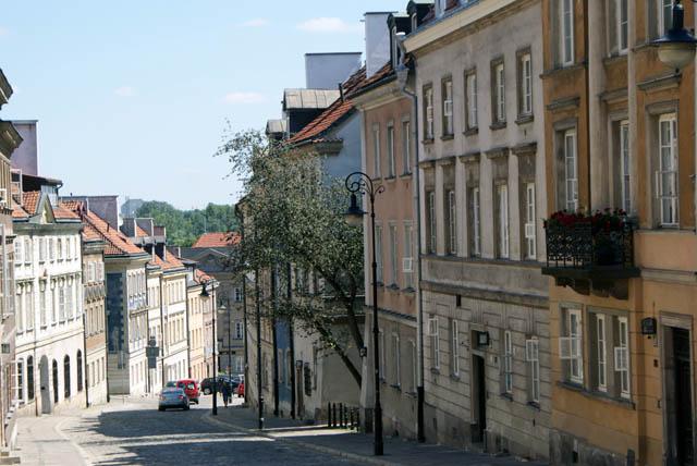 Une des rues de la Nouvelle Ville de Varsovie