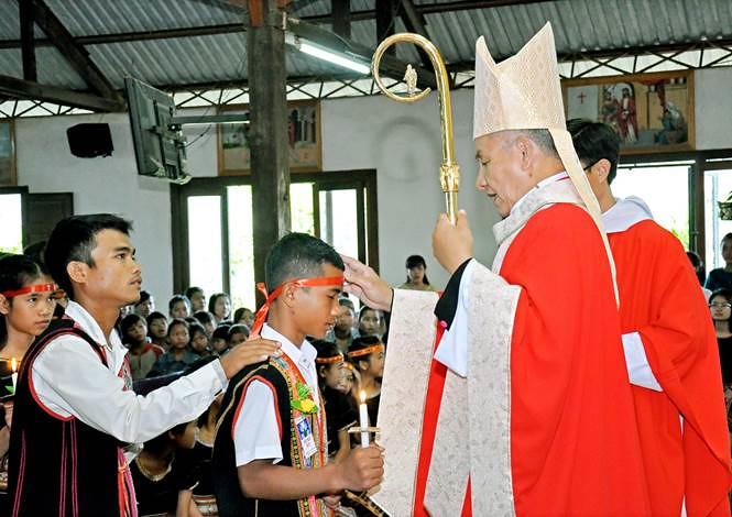 Thánh Lễ Ban Bí Tích Thêm Sức Tại Giáo Xứ Kon Rơbang – Giáo phận Kontum