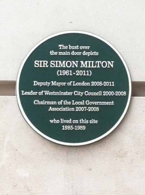 Simon Milton green plaque - The bust over the main door depicts Sir Simon Milton ( 1961 - 2011 ) Deputy Mayor of London 2008 - 2011 Leader of Westminster City Council 2000 - 2008 Chairman of the Local Government Association 2007 - 2008 who lived on this site 1985 - 1989