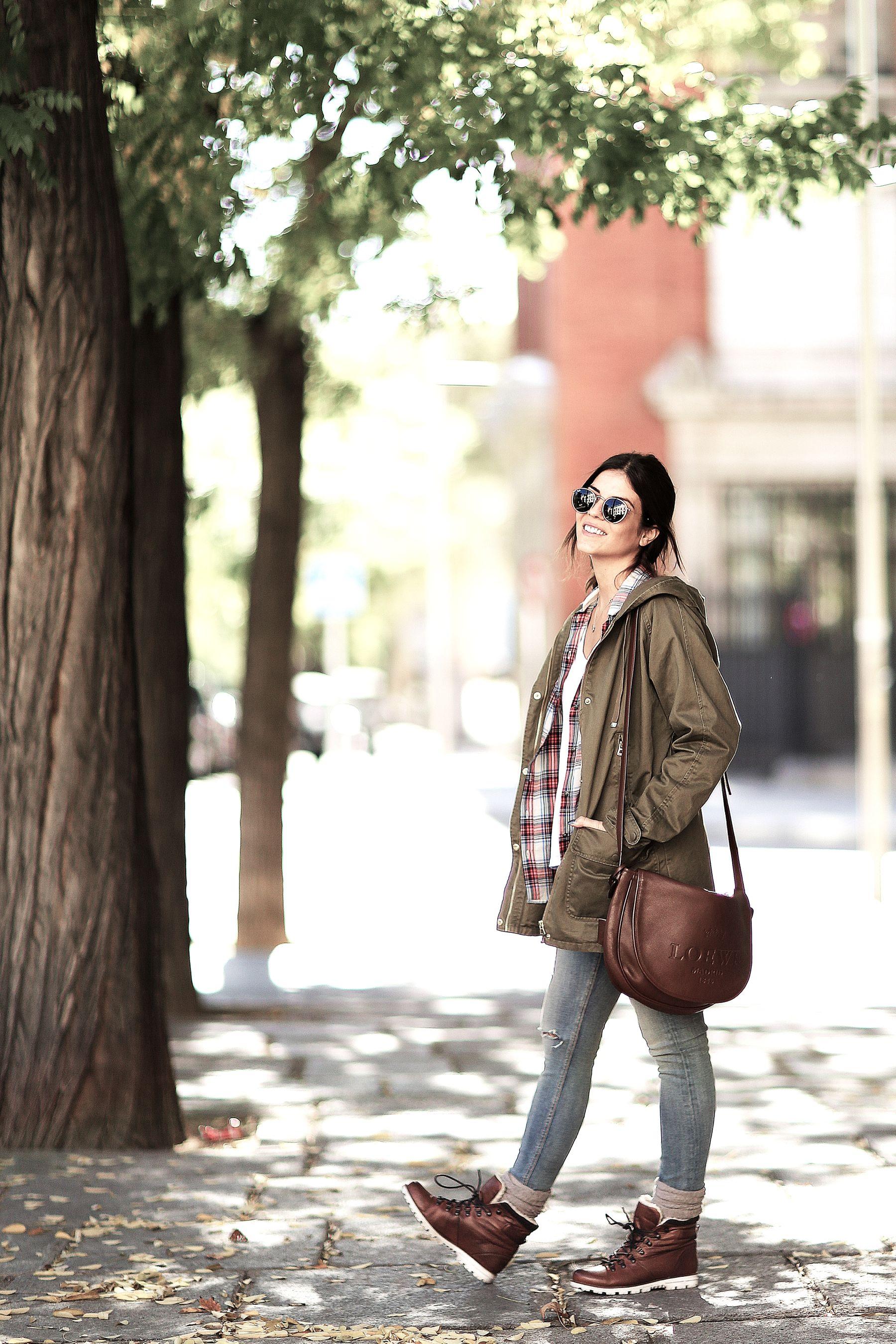 trendy-taste-look-outfit-street-style-trekking-tendencia-botas-parka-camisa-cuadros-plaid-shirt-fall-otoño-2