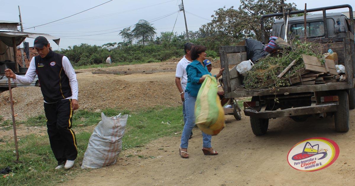 GAD Municipal y Distrito de Salud realizan minga de limpieza