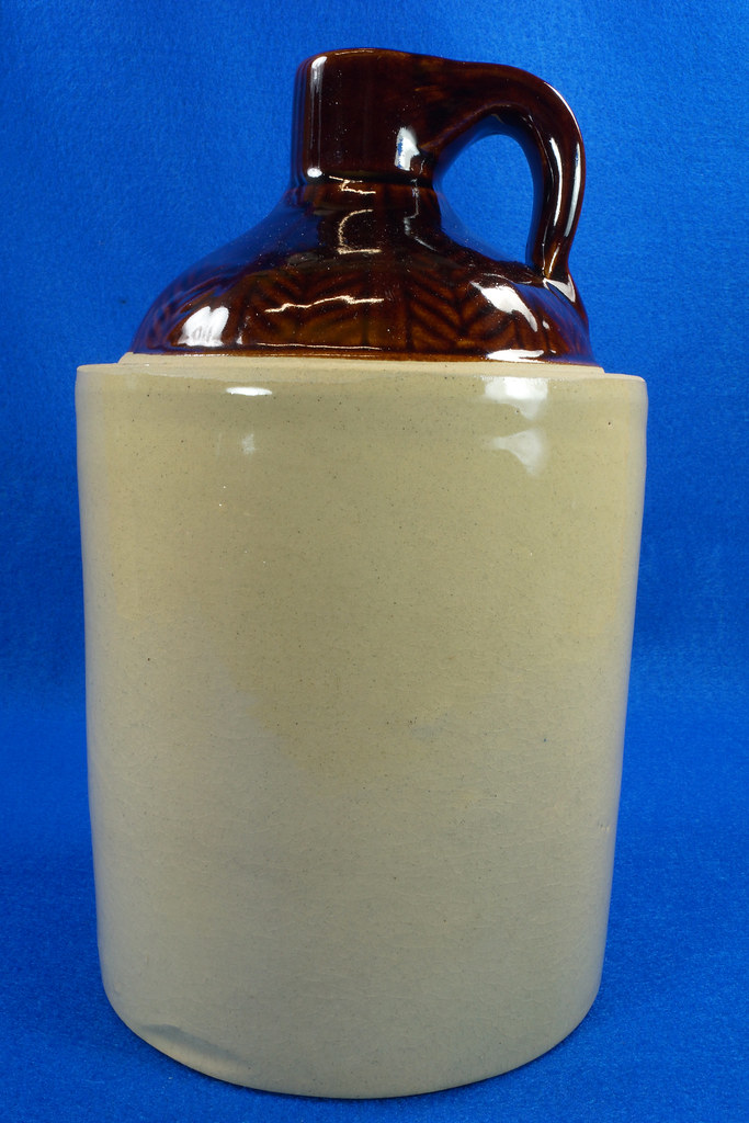 RD14420 Antique Stoneware Crock 1 Gallon Shoulder Whiskey Jug with Top Wheat Pattern DSC06202