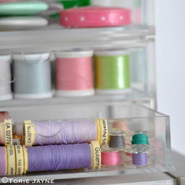 Sewing threads storage