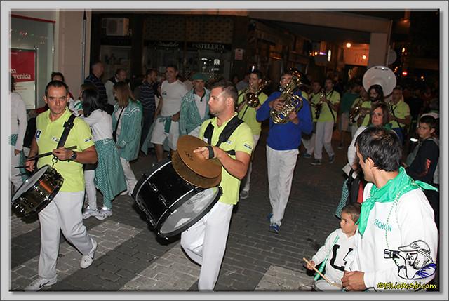 Minuto de silencio en memoria de Pedro Villar y desfile de peñas (7)
