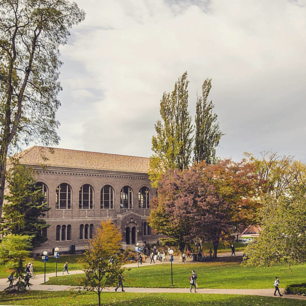 A blustery Friday is the perfect way to end a gorgeous week. Who's got fun weekend plans? #wwu #mywestern #fallatwestern