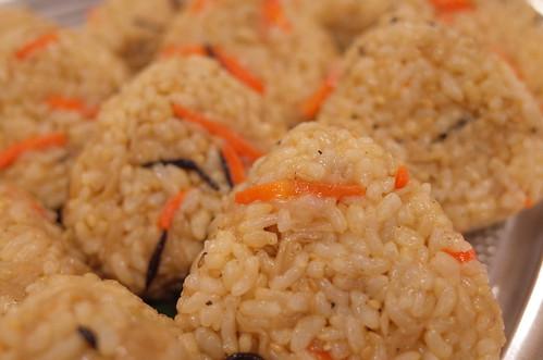 ヒジキ混ぜご飯玄米おにぎり good food for health and blood pressrure omron HEM-6321T 28