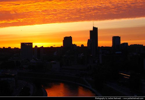 city sunset red sky urban orange cloud sun reflection castle silhouette yellow skyline clouds reflections river evening zonsondergang tramonto glow cityscape sonnenuntergang view silhouettes pôrdosol aussicht ocaso 日落 lithuania vilnius coucherdesoleil solnedgang vilna apus solnedgång закат auringonlasku lietuva غروب lituania litauen 立陶宛 日没 gedimino zachódsłońca pilis wilno litwa залез lituanie matahariterbenam wilna リトアニア литва вильнюс lituânia 리투아니아 维尔纽斯 빌뉴스 mặttrờilặn ヴィリニュス gediminius