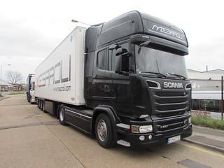 SCANIA R580 V8 TOPLINE IN ASHFORD KENT UK
