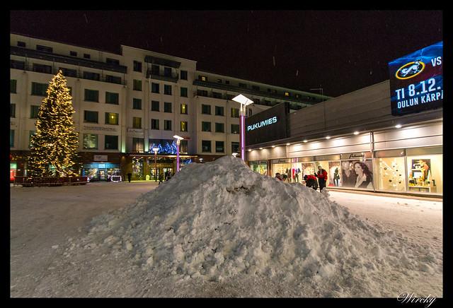 Laponia viaje Helsinki Rovaniemi - Montón de nieve en calle Koskikatu