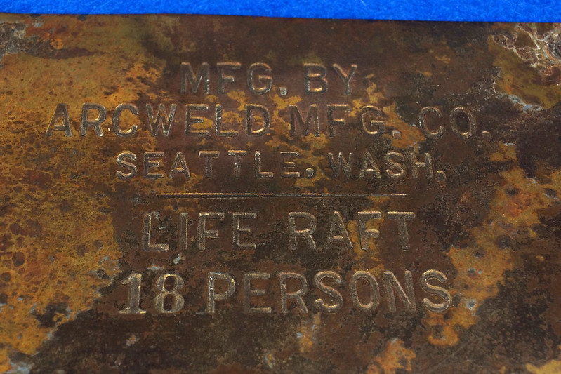 RD12929 Vintage Brass Plate Arcweld Mfg. Co. Seattle Wash. Life Raft 18 Persons DSC06607