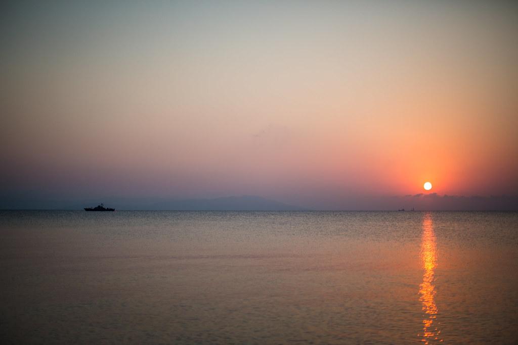 Gresk kystvakt i soloppgang
