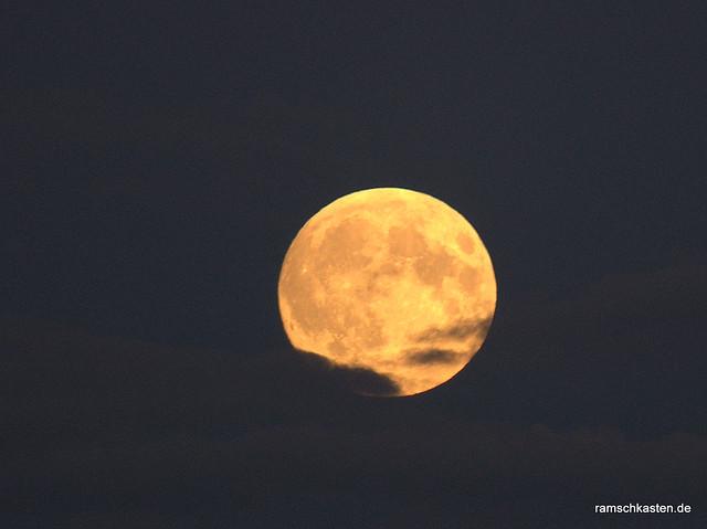 Mond am Abend vor der Mondfinsternis Blutmond