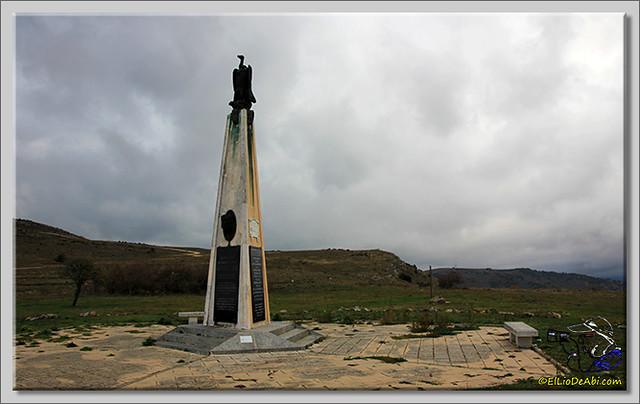 2 Monumento a Félix Rodriguez de la Fuente en Poza de la Sal