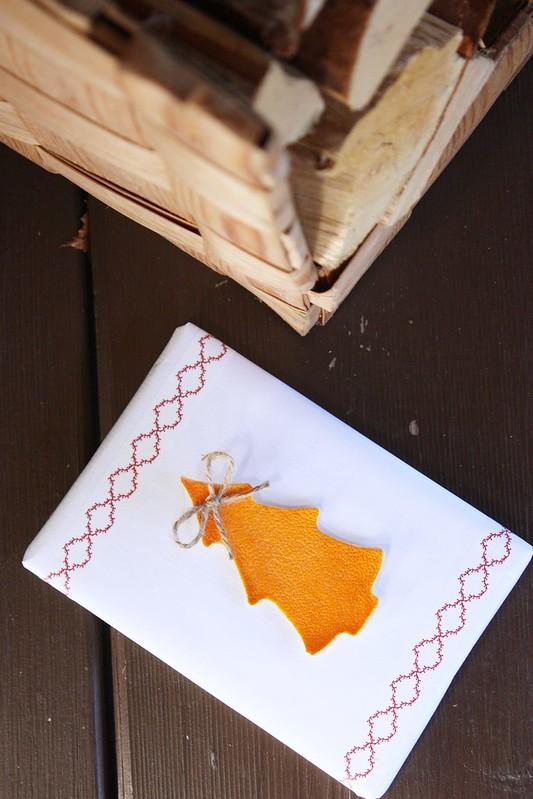 pakettikortti appelsiininkuoresta