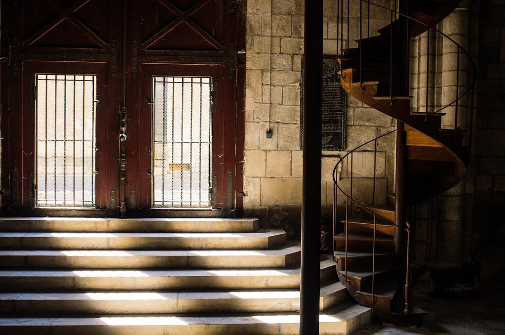 Balade gastronomique dans l'Yonne - Les escaliers de l'église Saint-Martin