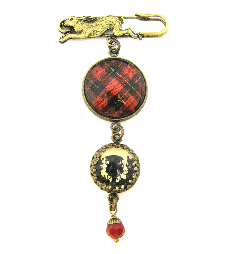 Wallace Clan Crest Scottish Thistle Brooch
