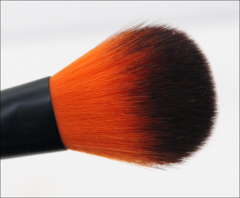 LH cosmetics 310 finishing brush