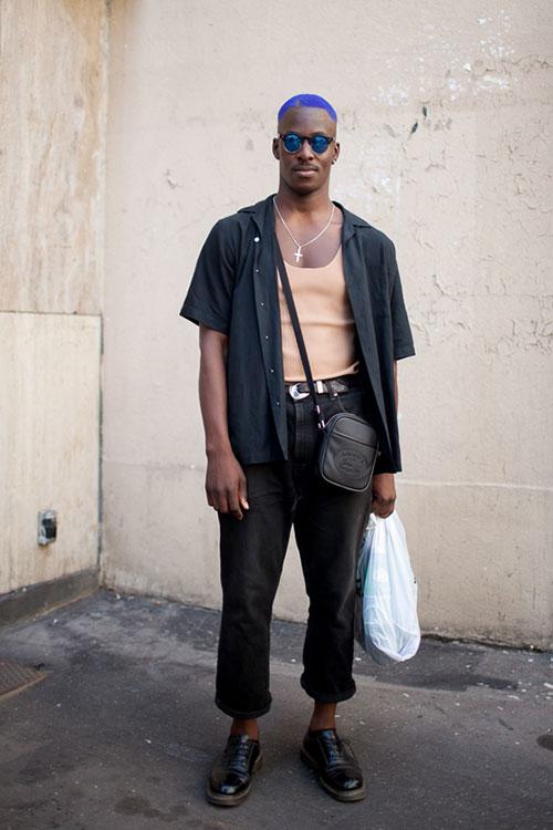 半袖黒シャツ×ブラックジーンズ×黒ストレートチップ