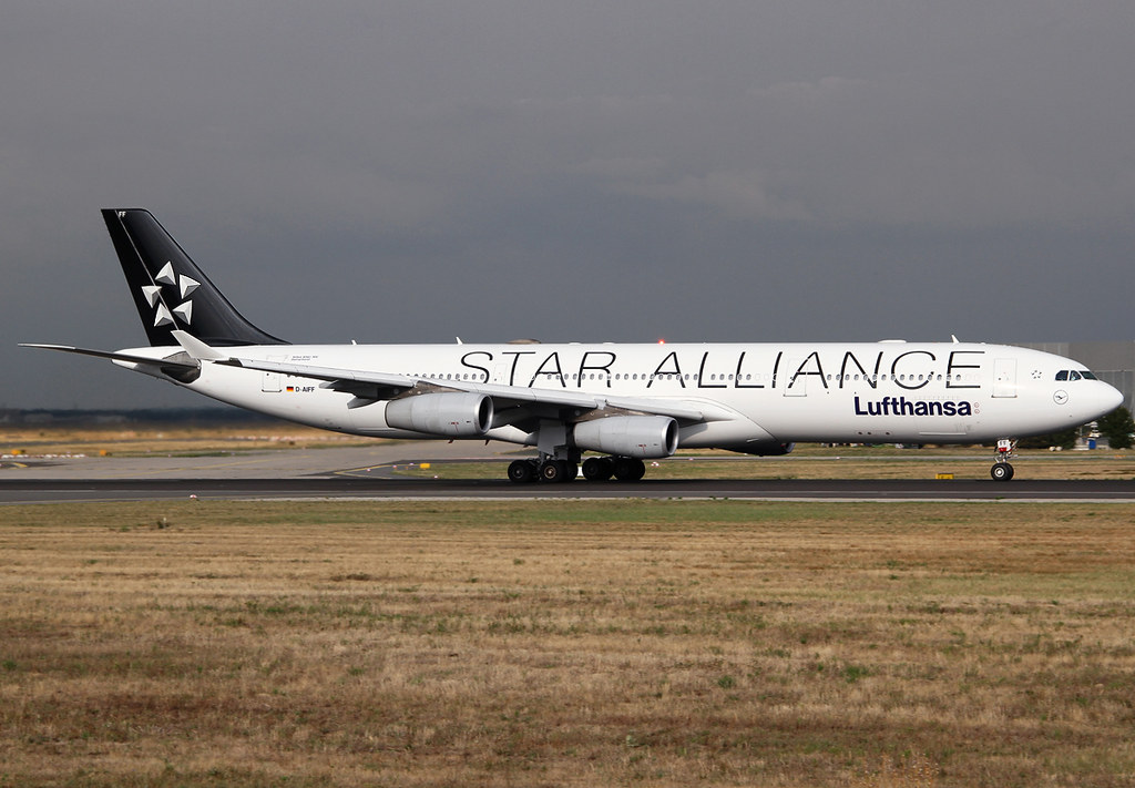 LH772 to Bangkok BKK is speeding up on RWY18 for departure. Now wearing the Star Alliance livery in preparation to be transferred to Lufthansa Cityline. Delivered 12/2001.