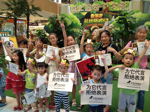 Children pledge not to watch animal performance (3)