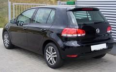 automobile(1.0), automotive exterior(1.0), wheel(1.0), volkswagen(1.0), vehicle(1.0), volkswagen golf mk6(1.0), city car(1.0), compact car(1.0), bumper(1.0), land vehicle(1.0), hatchback(1.0), volkswagen golf(1.0),