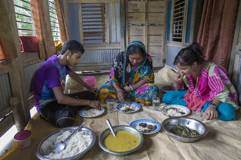 A family eating mola for lunch in Khulna, Bangladesh. Photo by Yousuf Tushar.