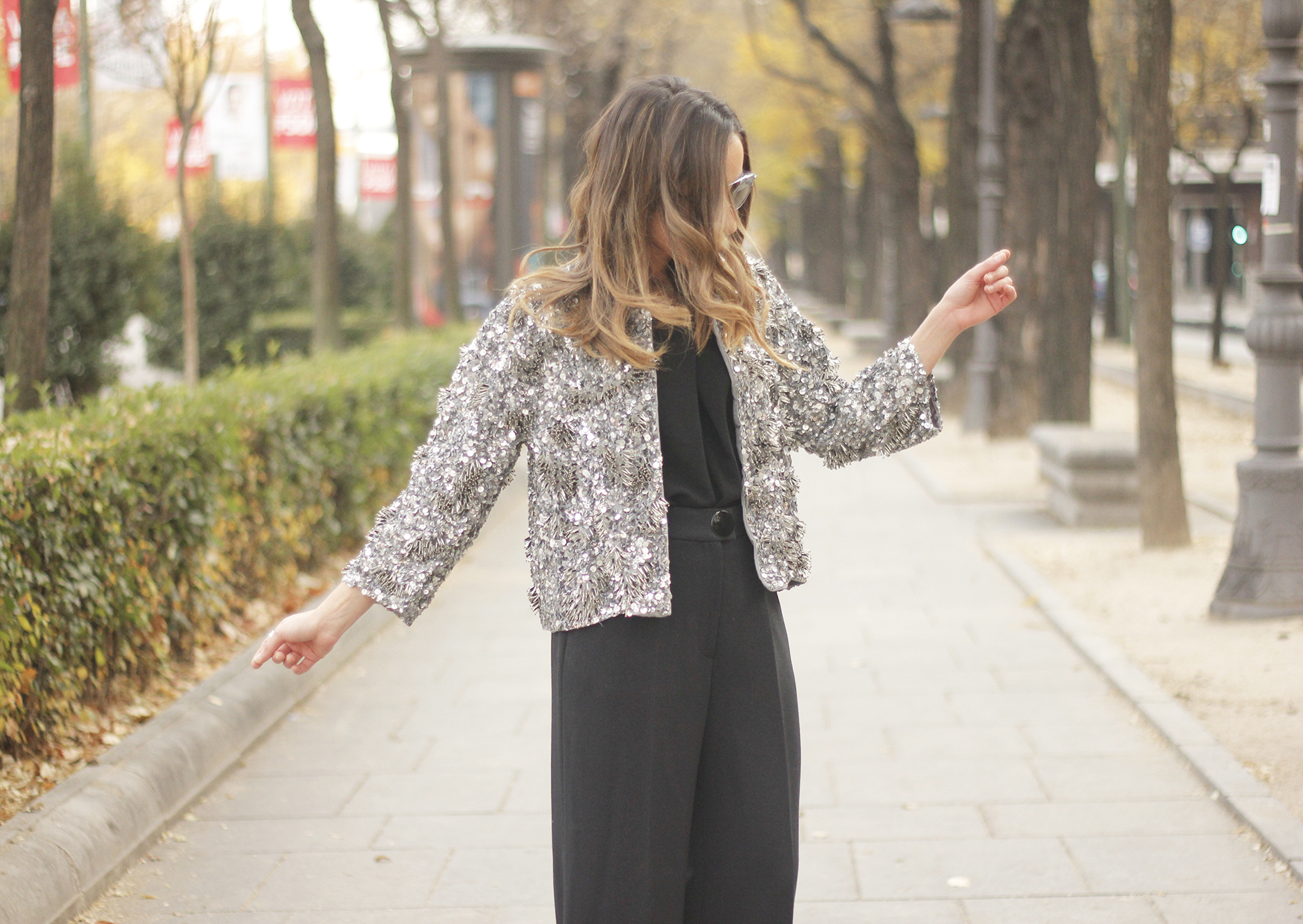 sequined jacket cropped trousers winter outfit black heels accessories streetstyle19