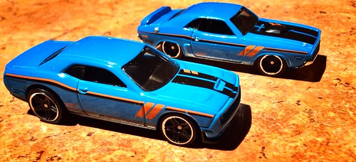 Hot Wheels - Then & Now (Dodge Challenger)