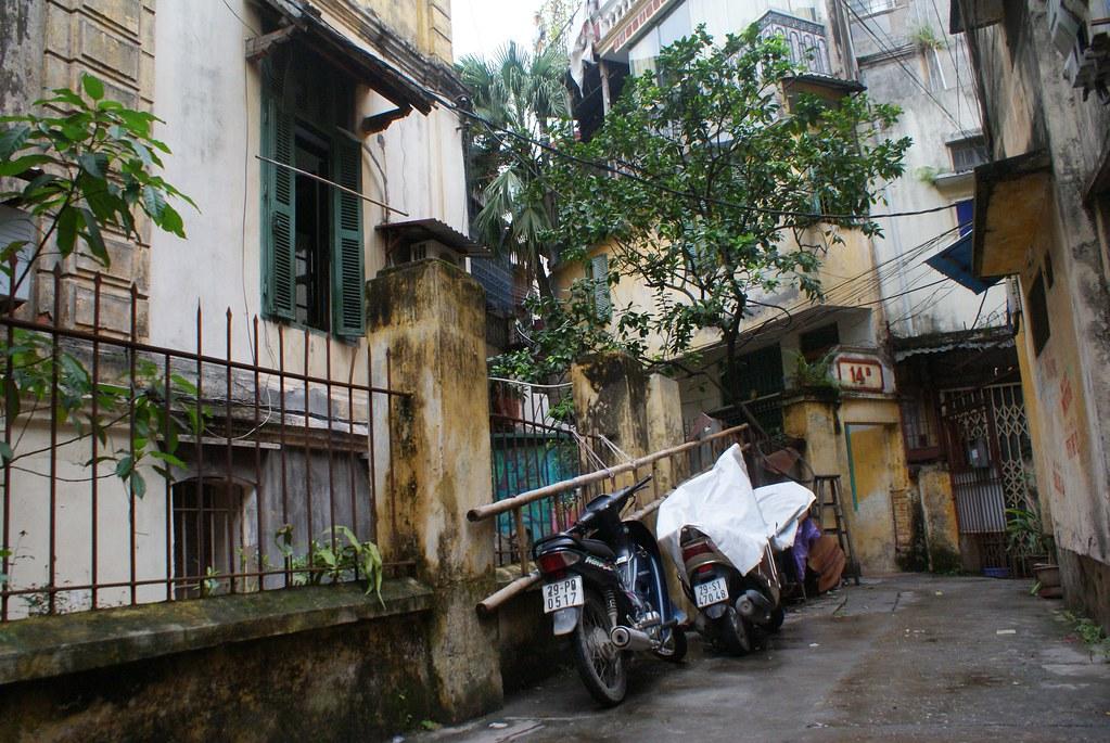 Ruelle dans le quartier français du Vieux Hanoi.