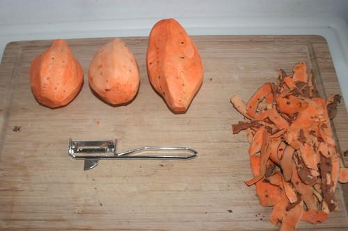 15 - Süßkartoffeln schälen / Peel yams
