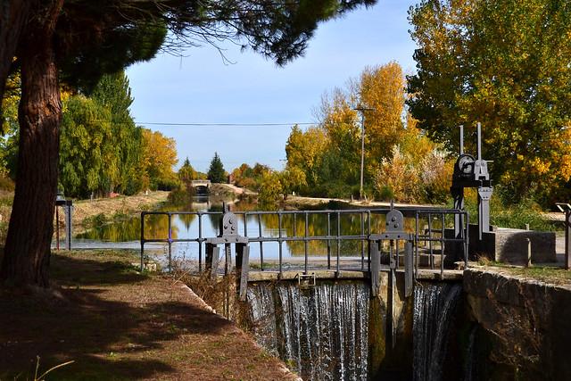 Canal de Castilla., Nikon D3100, AF Zoom-Nikkor 24-50mm f/3.3-4.5