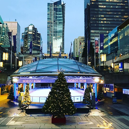 Ice rink open #robsonsquare #vancouverisawesome #vancouver #nordstrom #xmas #iceskating