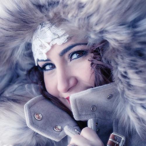 Que guapa está Evelyn en este #retrato que hicimos durante su #reportaje #postboda en la #nieve. #instabride #bridesmaid #wedding #bodas
