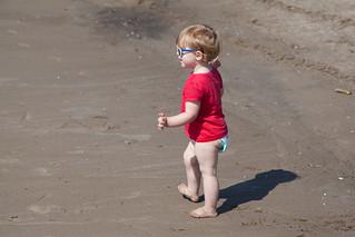Image de Manitou Beach près de High Park. toronto beach sunglasses sand isabelle centreisland torontoislands centreislandbeach