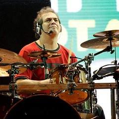 Quem também aniversaria hoje é o músico Pantico Rocha, baterista de Lenine e outros feras da MPB... Parabéns e Felicidades, Pantico ! #BlogAuroradeCinemaparabeniza #aniversário #pantico #músico #lenine #batera #MPB