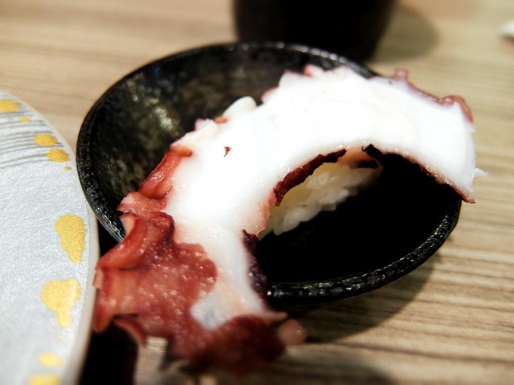 章魚握壽司,但因店家章魚不夠了,所以這一盤是送的....