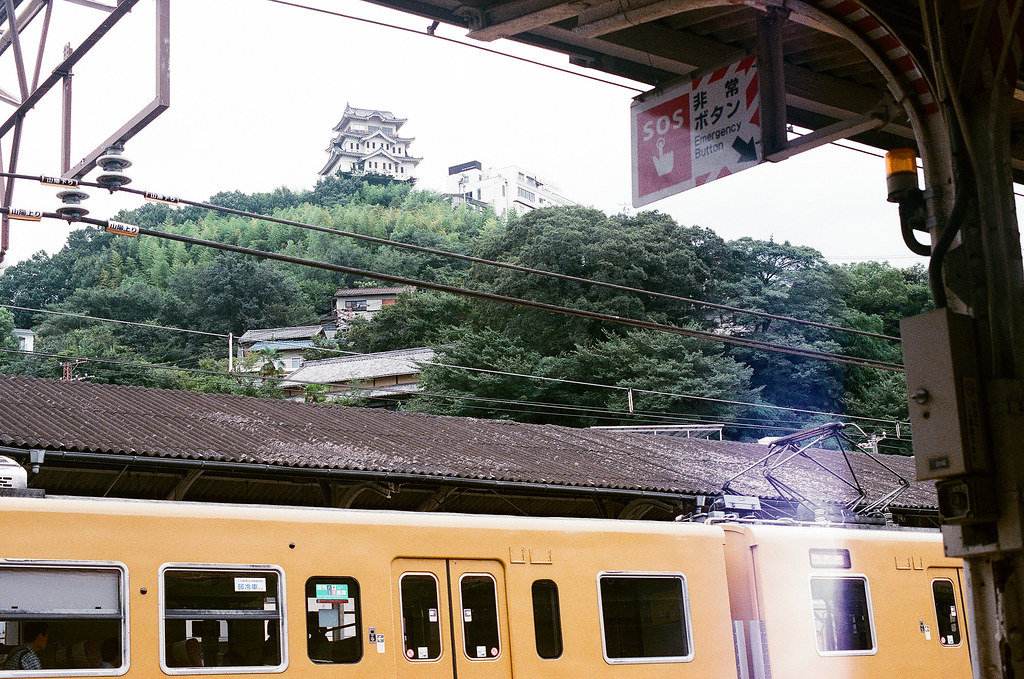 尾道城 尾道 おのみち Onomichi, Hiroshima 2015/08/30 從尾道車站拍尾道城。  Nikon FM2 / 50mm FUJI X-TRA ISO400 Photo by Toomore