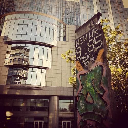 Stukje Berlijnse Muur in Brussel. #seemybrussels #brussels #brussellove