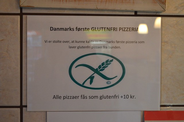 Copenhagen Costa D'Hellerup pizza sign about gluten-free crust from de-glutened wheat flour