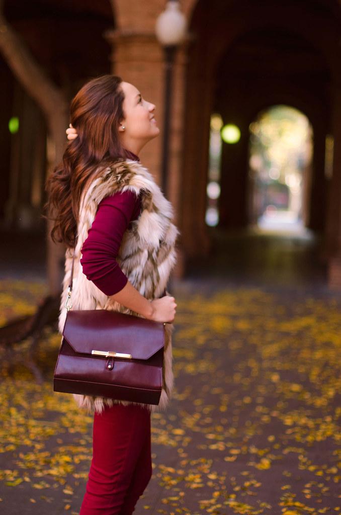 Cómo combinar un chaleco de pelo en otoño