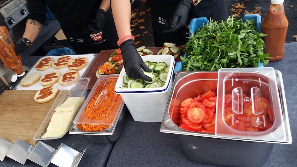 "#hummercatering #tag 2 = noch einmal 1000 #Burger.  #Garant #rheda-wiedenbrück #A2Forum #mobile #bbq #grill #Burger #Event #Kongress #Messe #Business #Catering #service  http://goo.gl/lM2PHl • <a style=""font-size:0.8em;"" href=""http://www.flickr.com/photos/69233503@N08/22453653297/"" target=""_blank"">View on Flickr</a>"