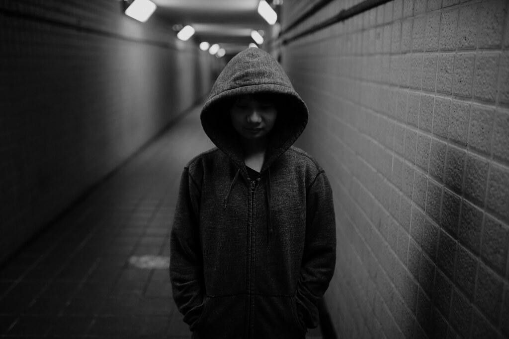 地下道 台北 Taipei 2015/11/13 在地下道拍這個景的時候,實際拍出來我才發現我太過陰暗,不是很適合妹妹來拍!哀哀!我什麼時候才可以不要那麼陰暗!不過還好妹妹很配合,還是把我想要的畫面呈現出來!還穿上我臭臭的外套!  Canon 6D Sigma 35mm F1.4 DG HSM Art IMG_7925 Photo by Toomore