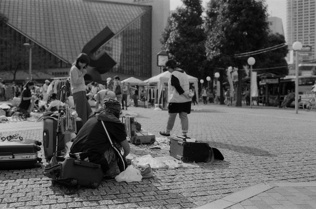 池袋西口公園 東京 Tokyo 2015/10/04 準備走出池袋西口公園的最後一張市集照片。  Nikon FM2 Nikon AI AF Nikkor 35mm F/2D Kodak TRI-X 400 / 400TX 1274-0021 Photo by Toomore