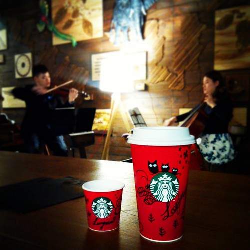 ☕️ 星巴克聖誕夜 ☕️ Christmas Eve, coffee, music, friends #星巴克 #STARBUCKS #RedCup #RedCups #RedCupContest #christmasiscoming #RED #ChristmasEve #coffee