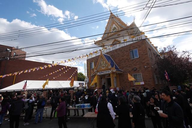 日, 2016-11-06 13:05 - タイ寺院のお祭り Elmhurst