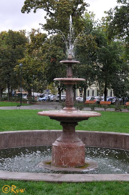 Fountain in Karl nsk, Nikon D300S, AF-S DX Nikkor 18-300mm f/3.5-6.3G ED VR