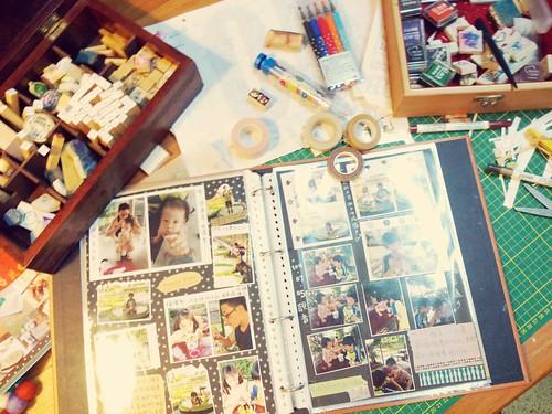 最近孩子們懶得做相片書,尤其老大;所以只好自己來了。