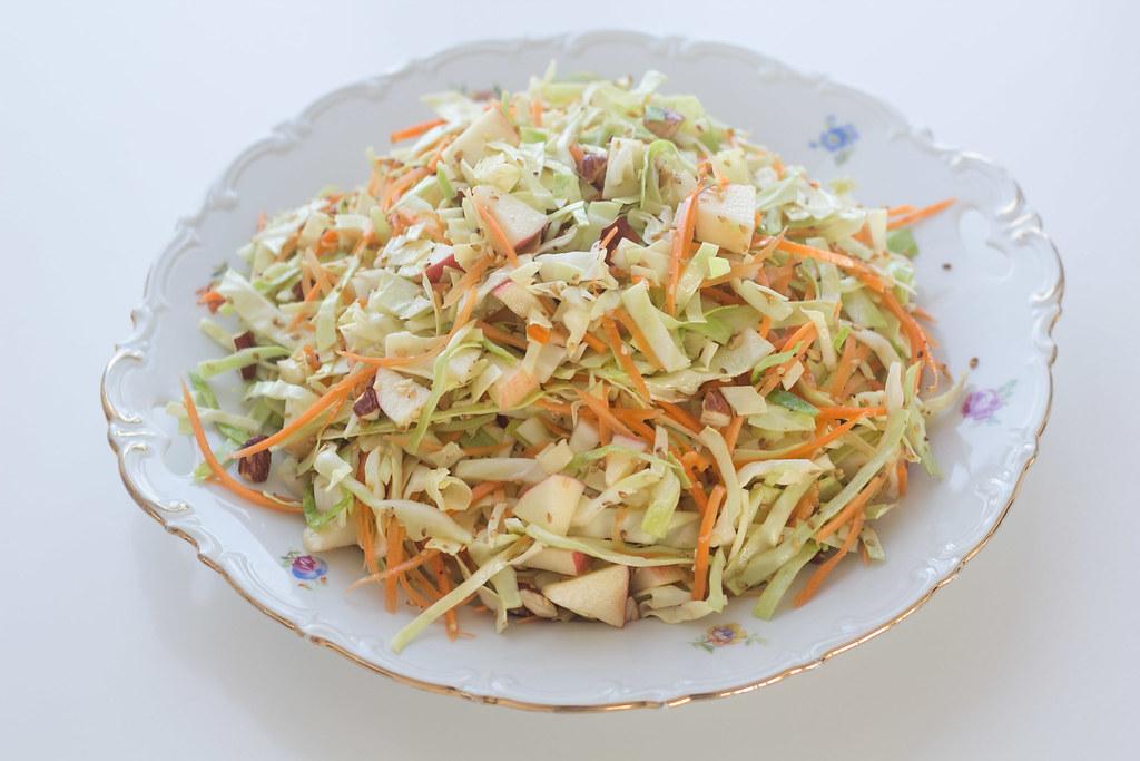 Opskrift på hjemmelavet salat med spidskål