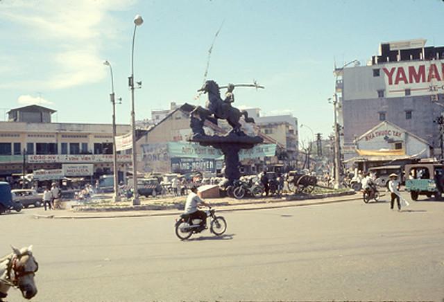 SAIGON 1969 - Ngã sáu Phù Đổng