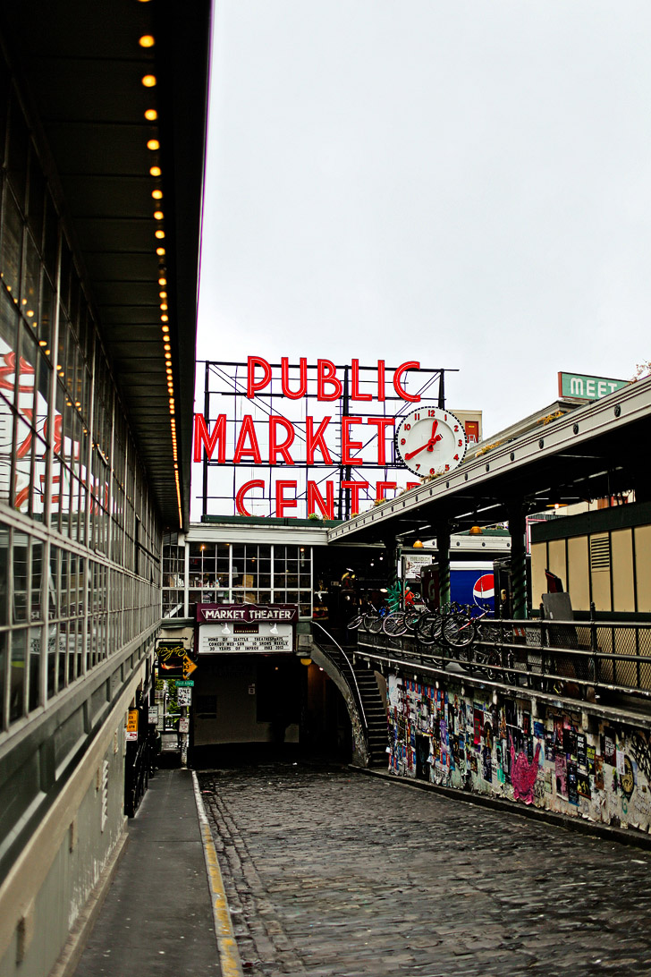 Pike Place Seattle (25 Amazing Markets in the World to Add to Your Bucket List).